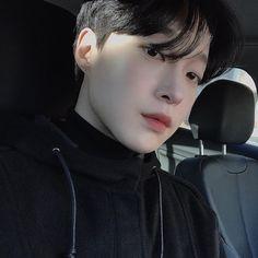 Image may contain: 1 person, closeup Cute Korean Boys, Korean Men, Asian Boys, Cute Boys, Asian Men, Korean Ulzzang, Ulzzang Boy, The Sims, Close Up