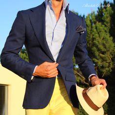 Bluelinen Jacket and yellow cotton Pants / Americana de lino azul y pantalón de algodón amarillo.