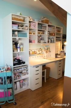 Discover recipes, home ideas, style inspiration and other ideas to try. Craft Room Decor, Craft Room Storage, Craft Organization, Craft Rooms, Sewing Room Design, Sewing Rooms, Coin Couture, Shabby Chic Office, Sewing Table