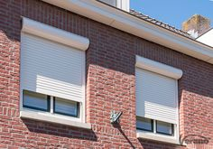 #Rolluiken hebben een #isolerende werking! Outdoor Decor, Decor, White Trim, House, Interior Inspiration, Home, Brick, Home Decor, Home Security