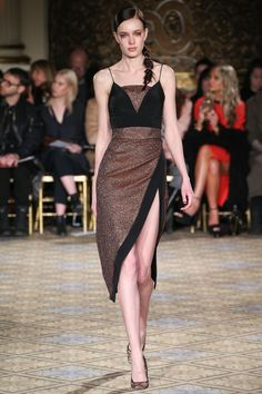 The complete Christian Siriano Fall 2017 Ready-to-Wear fashion show now on Vogue Runway. Vogue Fashion, Fashion Week, Fashion 2017, Couture Fashion, Runway Fashion, Fashion Models, High Fashion, Fashion Show, Fashion Dresses