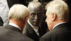 FOTOS: Vladimir Franz, el candidato con el cuerpo tatuado que está cerca del sillón presidencial checo
