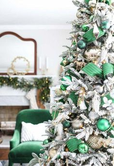 Christmas at Bayberry House - Holiday Home Tour with color Christmas Decoration ideas. 24 : Christmas at Bayberry House - Holiday Home Tour with color Christmas Decoration ideas. Pretty Christmas Trees, Blue Christmas Decor, Ribbon On Christmas Tree, Christmas Tree Themes, Elegant Christmas, Christmas Pictures, Christmas Colors, Christmas Tree Decorations, Christmas Tree Ornaments