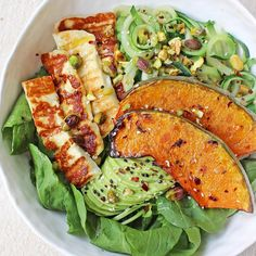 Haloumi & veggies, like zucchini, are a match made in heaven! This JSHealth bowl with roasted pumpkin is the best go to for a quick, easy and healthy lunch!