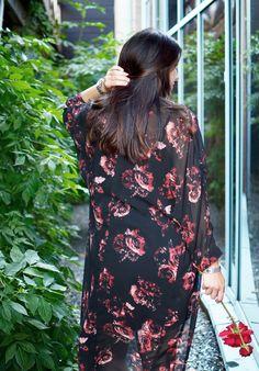 Lång blommig kimono! || Flower print kimono outfit inspiration for party look or summer spring #ootd || www.mandeldesign.se