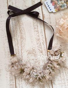 ご覧頂きありがとうございます✴︎【アヴリル】の色んな素材の糸で編んだネックレスです。フリルのリボンをベースにブラウンやグリーンが入っていますのでこれからの季節...|ハンドメイド、手作り、手仕事品の通販・販売・購入ならCreema。 Mini Skirts, Creema, Accessories, Handmade, Hand Made, Mini Skirt, Handarbeit, Jewelry Accessories