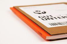 Aufgabe Konzeption, Gestaltung, Text und Erstellung des ersten testierten Nachhaltigkeitberichts eines international aufgestellten B2B-Spezialversandhändlers für Geschäftsausstattung. Takkt gehört zur Unternehmensgruppe Haniel und übernimmt mit dem Nachhaltigkeitsbericht eine Vorreiterrolle innerhalb des Familienunternehmens. Lösung Der erste Nachhaltigkeitsbericht der Takkt AG nimmt den Leser mit in die Welt des Versandhandels. Die Gestaltung orientiert sich am Produkt der Takkt [...]