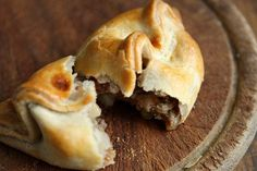 10 Steps to the Perfect Cornish Pastry Welsh Recipes, Uk Recipes, Scottish Recipes, Meat Recipes, Cooking Recipes, British Recipes, English Recipes, Pastry Recipes, Foods