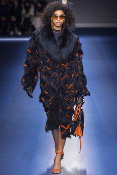 Défilé Versace prêt-à-porter femme automne-hiver 2017-2018 17