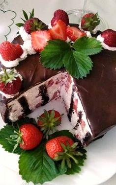Je čas jahôd, vhodná na oslavy alebo len tak na posedenie. Pretty Cakes, Panna Cotta, Strawberry, Fruit, Ethnic Recipes, Food, 3, Basket, Mascarpone