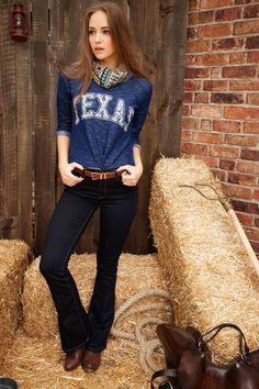 Yüksek belli modeli ve şık tarzı ile kısa body ve bluzlarla rahatlıkla kombinlenebilen DeFacto bayan pantolon.