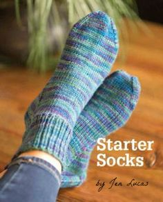 Nov 2016 - Sock Love - the Starter Socks with Jen Lucas - This is the ultimate pattern for beginners, and there's even a video to walk you through the process of knitting your first pair! Hand Knitting Yarn, Knitting Socks, Free Knitting, Knitting Patterns, Crochet Patterns, Finger Knitting, Scarf Patterns, Vintage Knitting, Stitch Patterns