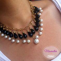 Luce este lindo collar elegante de cristales   ¿en que ocasión lo usarías? Beaded Jewelry Designs, Necklace Designs, Diy Jewelry, Handmade Jewelry, Jewelry Necklaces, Jewelry Making, Women Jewelry, Pearl Jewelry, Bridal Jewelry