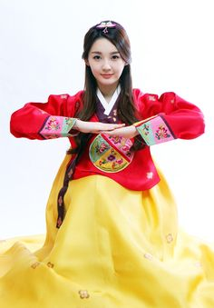 Korean hanbok - and a traditional bow as well Korean Wave, Korean Star, Korean Girl, Asian Girl, Traditional Bow, Korean Traditional Dress, Traditional Dresses, Korean Hanbok, Korean Dress