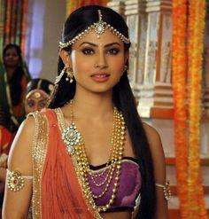 Mouni Roy as Sati in Devon Ke Dev Mahadev..modern look and stylish Chaniya Choli and ornaments...Damni mang tika suits her face a lot..