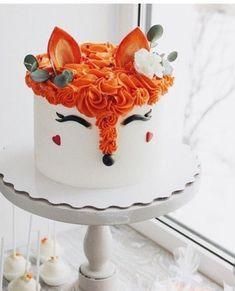 Fox-Kuchen in Einhorn-Kuchen-Stil - cakes - Cake Toppers! Pretty Cakes, Cute Cakes, Beautiful Cakes, Amazing Cakes, Beautiful Cake Designs, Cool Cake Designs, Brushstroke Cake, Fox Cake, Cake Decorating Designs