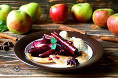 Placuszki z jabłkami w sosie winno-korzennym z lodami waniliowymi