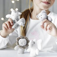 Suloiset sorminuket lapsille kehittävät lapsen mielikuvitusta Animal Finger Puppets | Newborn Toys | Toys & Books | The Little White Company | The White Company UK