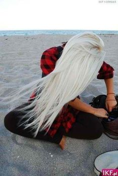 i love white/blonde hair.