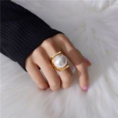 Women Big Pearls Personality Gold Color Metal Finger Ring for Women 2020 New Design Rings Rings For Girls, Rings For Men, Big Rings, Tanzanite Engagement Ring, Color Dorado, Tk Maxx, Moda Fashion, Color Ring, Bridal Jewelry Sets