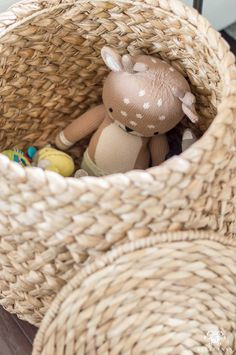3 Ideas to Conceal Baby Items & Toys in the Living Room Living Room Toy Storage, Baby Toy Storage, Family Room Playroom, Kids Rooms, Baby Play Areas, Kids Toy Store, Toy Basket, Toy Bins, Baby Items