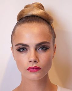 "w-ildfox: "" z-a-ra: "" Cara Delevingne "" s "" Cat Eye Makeup, Beauty Makeup, Face Makeup, Hair Beauty, Cara Delevingne, Fashion Week, Look Fashion, Fashion Models, Girl Fashion"