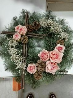 Wonderful Totally Free spring Funeral Flowers Strategies No matter whether you are preparing or perhaps joining, memorials are normally some sort of somber and in some. Church Flowers, Funeral Flowers, Tropical Floral Arrangements, Flower Arrangements, Funeral Gifts, Christmas Wreaths, Christmas Decorations, Grave Decorations, Funeral Tributes