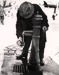 Roman Vishniac    Softening stale bread. Vienna, after Anschluss. 1935-38