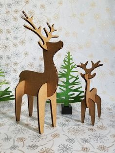 bricolage Kit cerf Duo - recyclé carton cerf - décoration de Noël l'hiverVacances bricolage Kit cerf Duo - recyclé carton cerf - décoration de Noël l'hiver Santa Claus doll with wooden sleigh and reindeer DEER FIGURINE Woodland animals Nursery decor Baby Christmas Deer, Simple Christmas, Winter Christmas, Christmas Time, Christmas Ornaments, Minimal Christmas, Cardboard Crafts, Paper Crafts, Cardboard Recycling