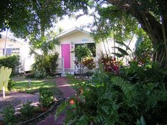 Small, quaint, pet-friendly Key West style vacation cottages.  Great location.  We just stayed here for  Memorial Day.