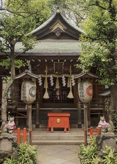 This quiet Shinto shrine is over 350 years old and located just off Ueno park, in Tokyo next to the bigger and slightly older Gojoten Shrine.  Here we can see the two guardian Komainu foxes, as this is a shrine to the kami or sacred spirit of rice, Inari.