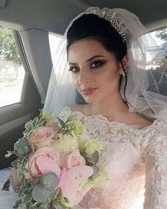 Rochie de mireasa stil printesa, cu maneci din dantela si trena Lace Wedding, Wedding Dresses, Fashion, Bride Dresses, Moda, Bridal Gowns, Alon Livne Wedding Dresses, Fashion Styles, Wedding Gowns