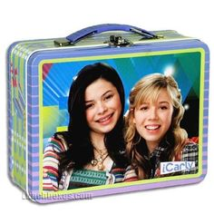 It's a snack box with Carly and Sam on it! iCarly is the hit show about Carly Shay, the teen star of her own popular show she produces with her best friends. Snack Box, Lunch Box, Icarly Cast, Light Snacks, Popular Shows, Miranda Cosgrove, Colorful Artwork, Tween Girls, Cute Pattern