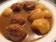 Mélanger dans un bol,porc haché,chapelure,oignon rôti ,1 c à thé(5ml) de toutes-épices,sel et poivre...