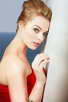 I love the show PanAm - Margot Robbie is freakin gorgeous!