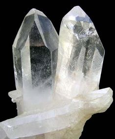"""Quartz is the Master Healer and the """"stone of power""""! Probably the most versatile multipurpose healing stone. Easy to cleanse, store information/ energy in, program or amplify energy and is used as a healing instrument. The natural tendency for quartz is for harmony. Quartz can both draw and send energy therefore it is effective for sending/receiving guidance."""