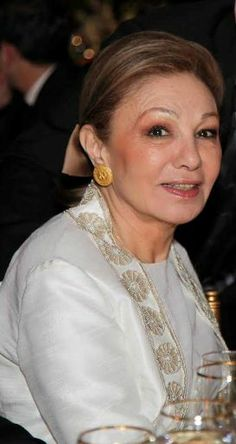 Noblesse  Royautés:  Empress Farah attended a recent dinner for the Prince Ali Reza Foundation in Washington, DC