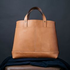 Now available using profile link the Grant Tote. Completely hand stitched with optional shoulder strap. In Tan or Burgundy leather this all purpose tote will last for decades.  @kirkrobert