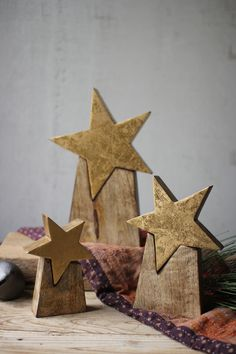 The Holiday Aisle 3 Piece Wooden Star on Base Set - Adventskalender / Xmas - - Holz Ideen - Dekoration Christmas Tree Collection, Spode Christmas Tree, Christmas Wood Crafts, Rustic Christmas, Christmas Projects, Holiday Crafts, Christmas Crafts, Christmas Decorations, Christmas Ornaments