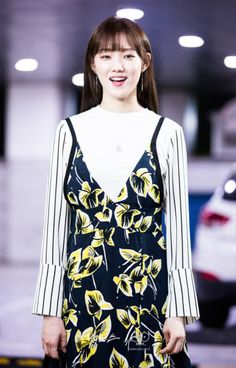 tomorrowyoulllbeworldsaway said: I love EVERY outfit of Lee Sung Kyung's on Doctors! Lee Sung Kyung Doctors, Lee Sung Kyung Fashion, Korean Celebrities, Celebs, Kim Rae Won, Weightlifting Fairy Kim Bok Joo, Korean Actresses, Korean Actors, Korean Model