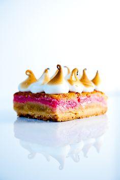 Rhubarb Meringue Bars | Zen Can Cook