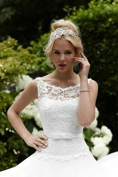 Inspired by a English country garden, the new Sassi Holford SS 2015 collection features dreamy floral lace gowns #weddingdress #bridalfashion