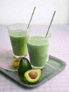 Ever tried an Avocado Banana Smoothie? It is AMAZING! Try this smoothie that also happen to be vegan. I love avocados. This is my favourite raw fruit and Avocado Banana Smoothie packs a healthy punch. Best Smoothie, Yummy Smoothies, Smoothie Drinks, Yummy Drinks, Healthy Drinks, Smoothie Recipes, Healthy Snacks, Smoothie Packs, Avocado Smoothie