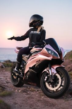 R6 Motorcycle, Womens Motorcycle Helmets, Motorbike Girl, Yamaha R6, Yamaha Motorcycles, Motorcycles For Women, Girl Motorcyclist, Biker Photoshoot, Gp Moto