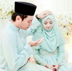 Wifey I want this with you 😭😭😭😭😭 Hijabi Wedding, Wedding Hijab Styles, Muslimah Wedding Dress, Muslim Wedding Dresses, Muslim Brides, Malay Wedding Dress, Wedding Wear, Wedding Attire, Javanese Wedding