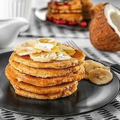 Low Carb Kokos-Pancakes mit Banane
