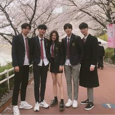 Si estuvieras en NCT in 2020 Style Ulzzang, Ulzzang Korean Girl, Ulzzang Fashion, Korean Fashion, Fashion Mode, School Fashion, Teen Fashion, Boy And Girl Friendship, Couple Ulzzang