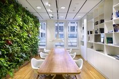 Green wall // office plants and greenery - CBRE Offices - Prague Interior Plants, Interior Walls, Office Interior Design, Office Interiors, Building Design, Building A House, Office Canteen, Office Fit Out, Green Office