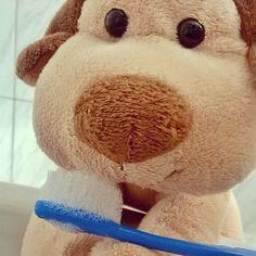 Tux escovando os dentes