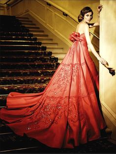ru_glamour: Haute Couture by Mario Sierra. Estilo Fashion, Fashion Moda, Women's Fashion, Fashion Design, Beautiful Gowns, Beautiful Outfits, Mode Glamour, Glamour Party, Gowns Of Elegance